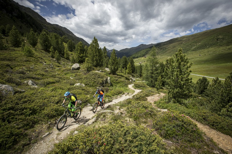 5 Reasons to Book Guided Mountain Bike Adventures